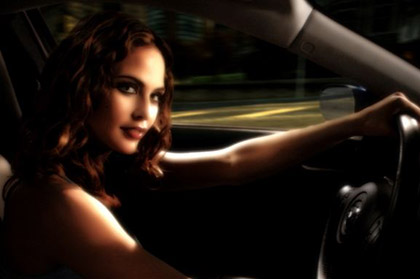 josie-maran-chicas-need-for-speed-most-wanted-02